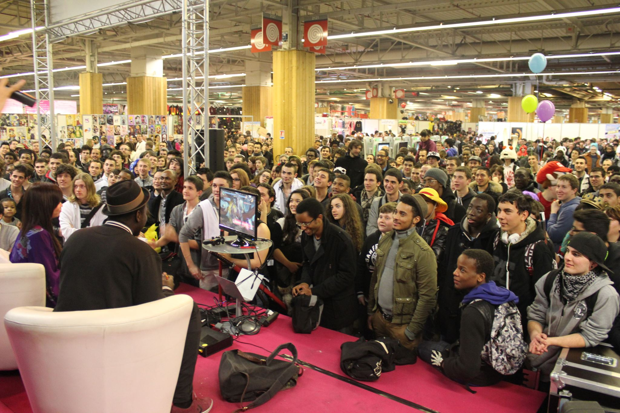 Animation Kayane à Soul Calibur V ou Injustice Gods Among Us sur la scène du stand :)