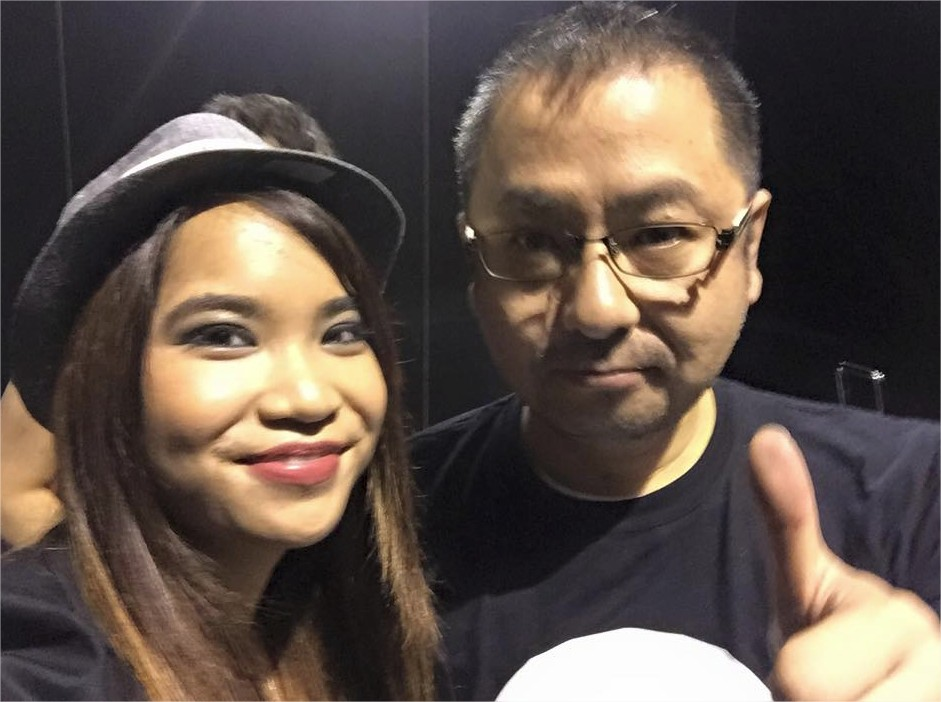 Photo avec Yosuke Saito, producteur de Nier